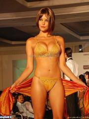 Aamna Sharif Nude