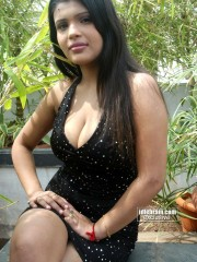 Aish Ansari Nude