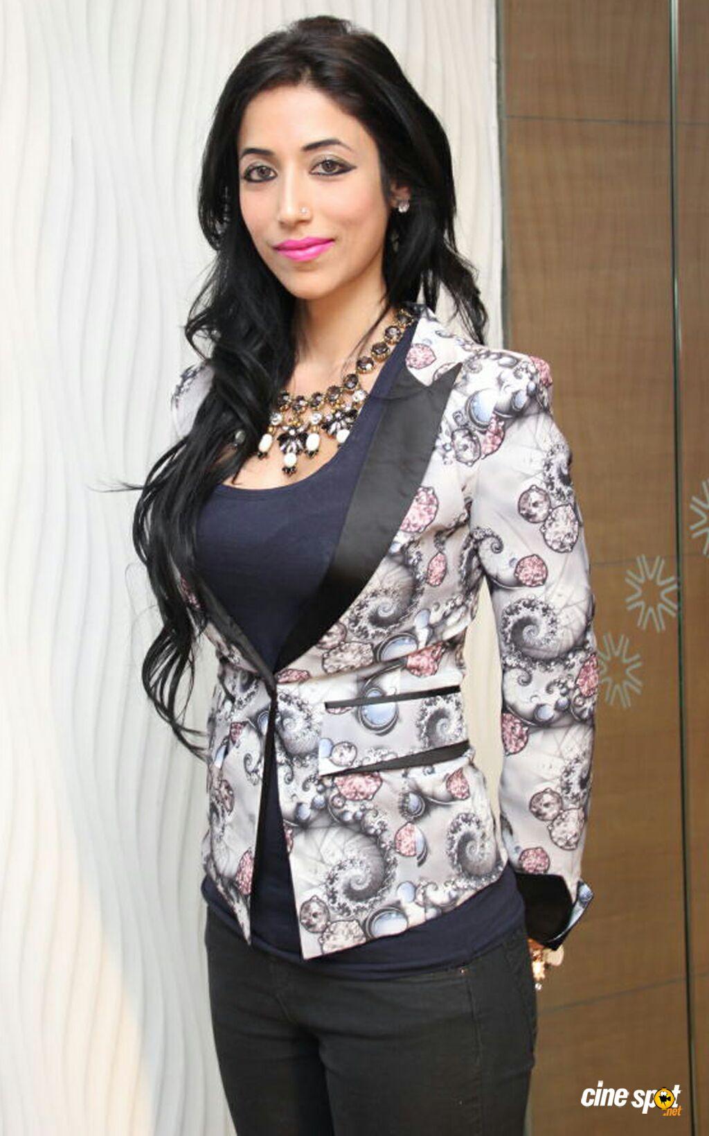 Actress Shivali Singh Fake Boobs