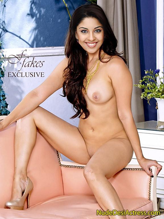 Full Nude Richa Gangopadhyay on Sofa