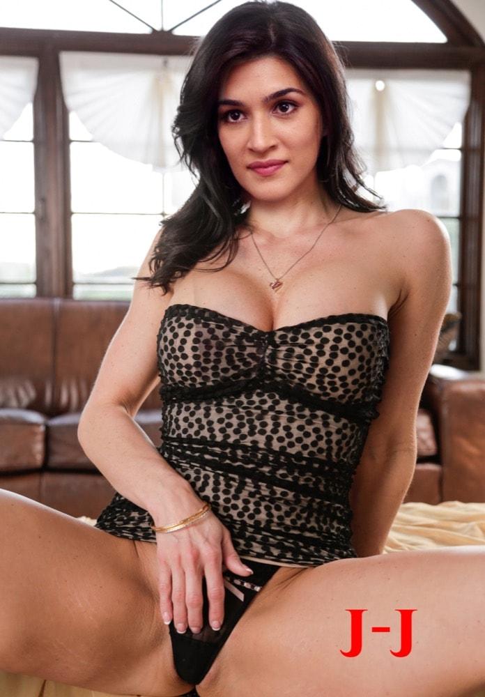 Kriti Sanon naked shoulder strapless bra picture