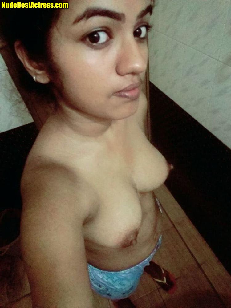 Alia Bhatt topless nude small boobs selfie without bra in bathroom 3