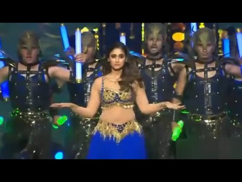 illeana  dcruz  hot sexy performance | illeana  hot expression | illeana  hot exposing  navel